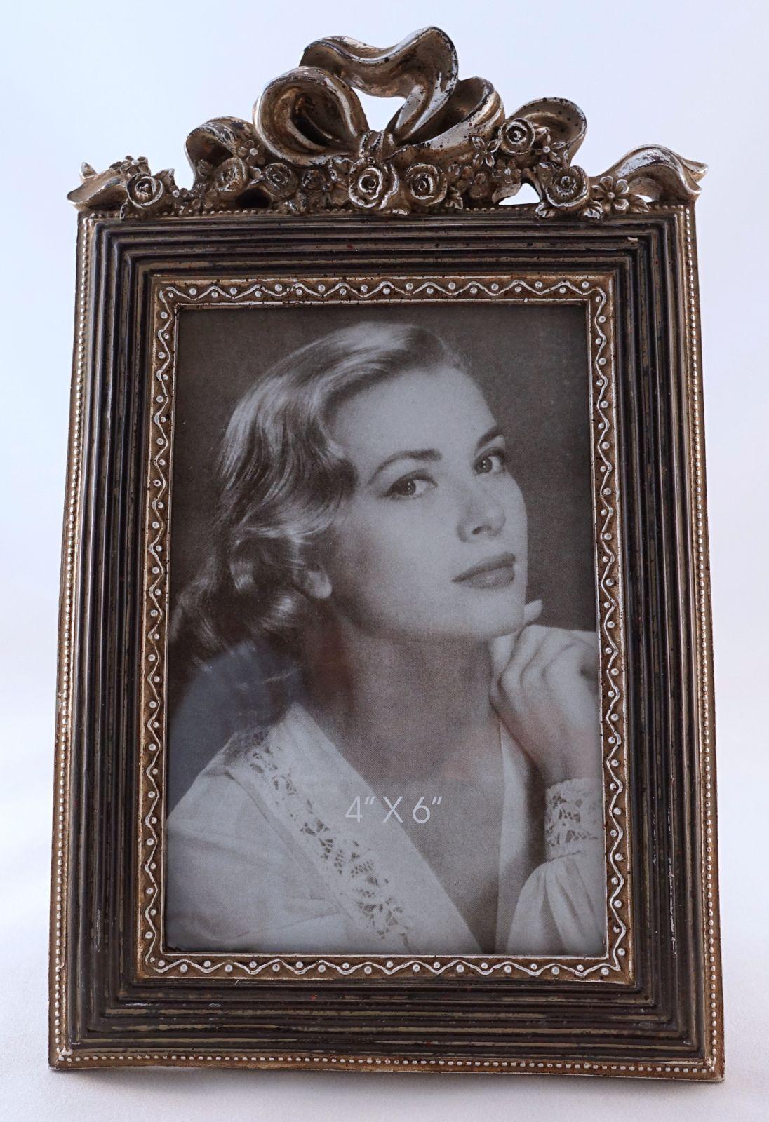 Zdobený patinovaný stolní fotorámeček 10 x 15 cm